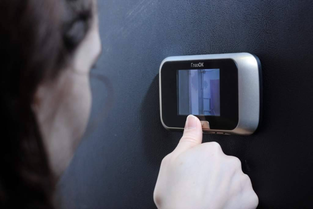 Видеоглазок для входной двер: виды, устройство, модели, установка