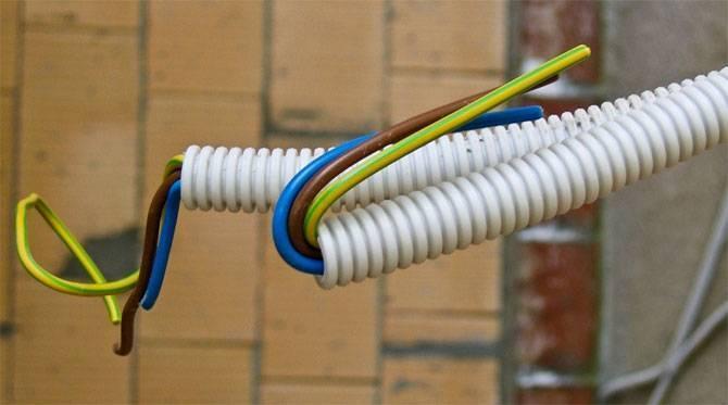 Выбираем трубы для электропроводки с учётом характеристик изделия и здания