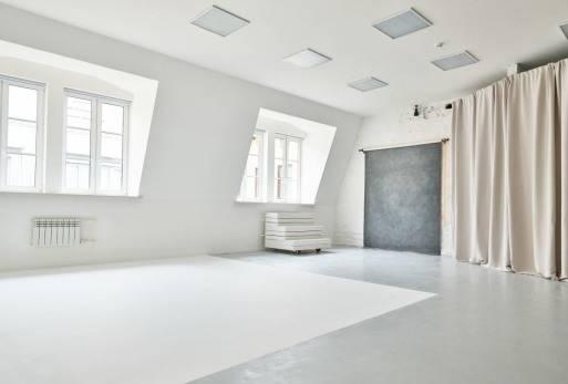 Дизайн узкой комнаты с окном в конце (43 фото): идеи-2021 оформления интерьера прямоугольной спальни с балконом площадью 12 кв м