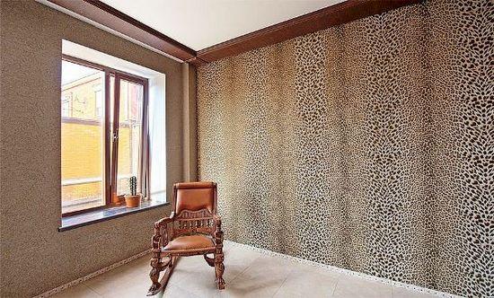 Чем отличаются обои roberto cavalli в интерьере от других настенных покрытий