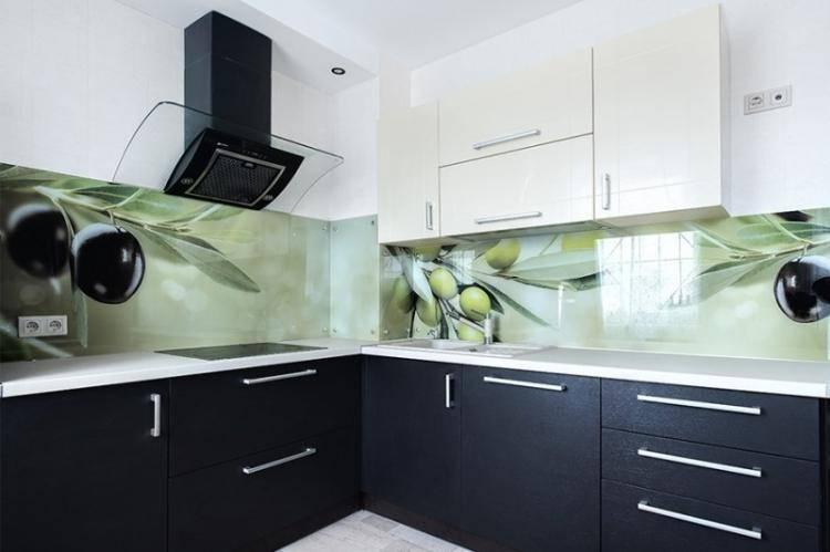 Стеклянный фартук для кухни: 55 фото, дизайнерские идеи