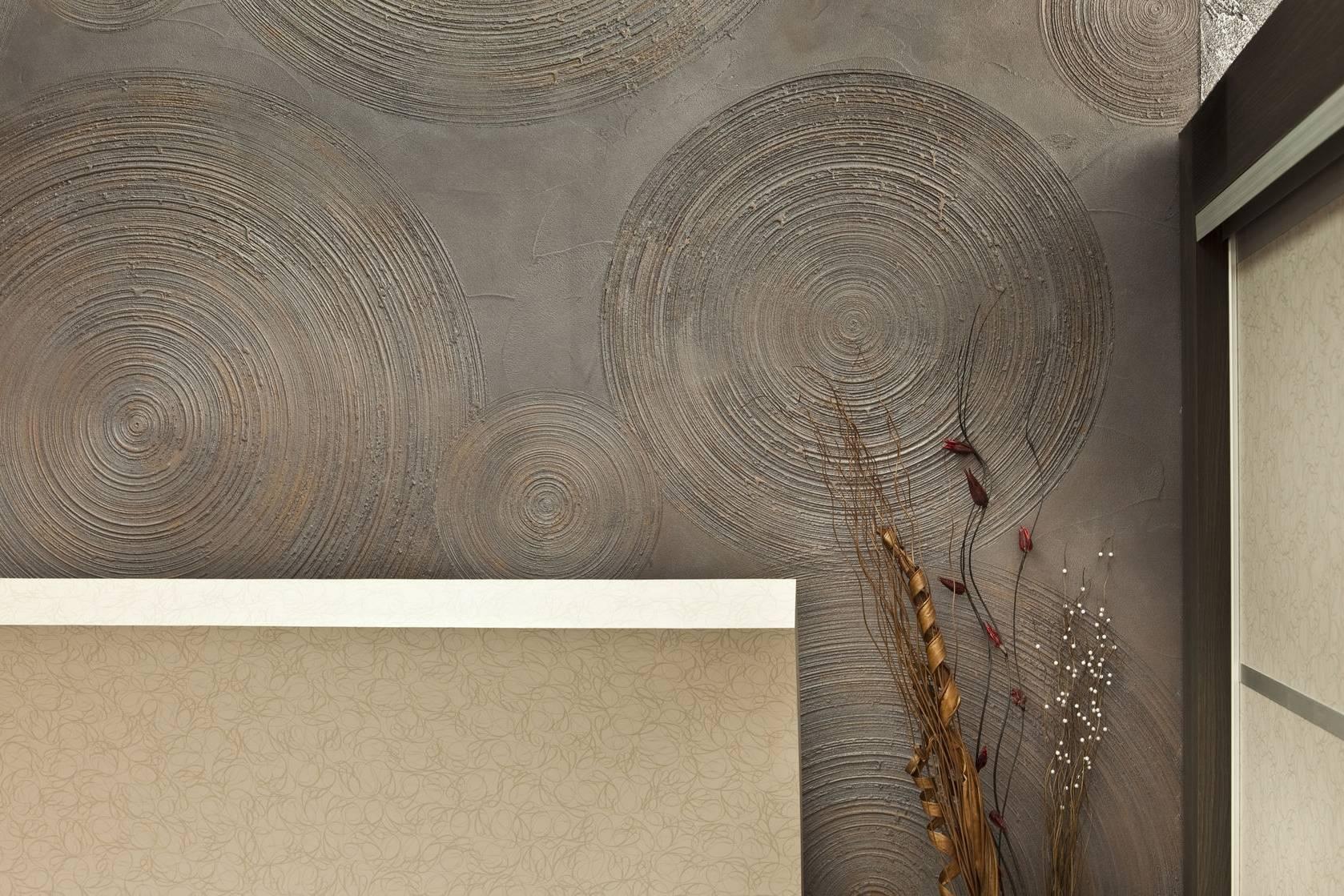 Декоративная штукатурка из обычной шпаклевки версальская и другие: фото, валик и иные инструменты для работы и чем можно покрыть стены, как сделать своими руками?