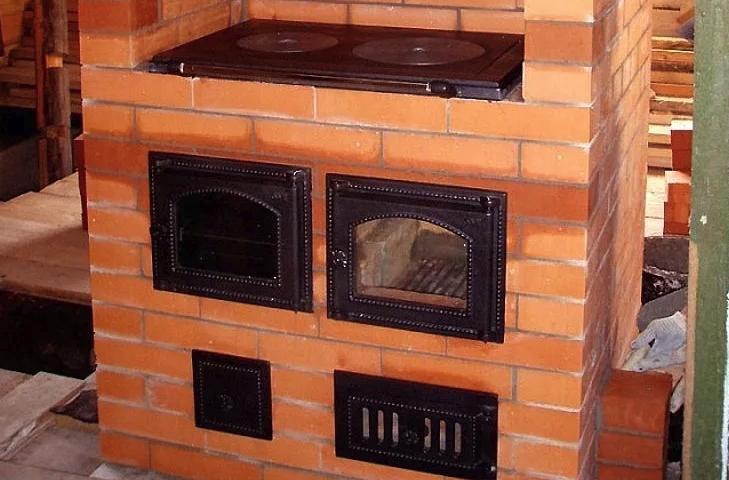 Печь для дачи с варочной панелью: порядовка отопительно-варочной на дровах с поверхностью в виде плиты, рейтинг дровяных изделий