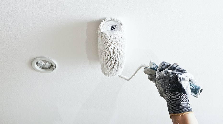 Как красить потолок валиком – пошаговая инструкция