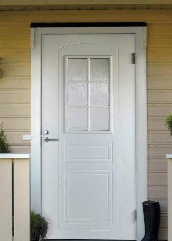 Тёплые финские входные двери: преимущества, комплектация, производители