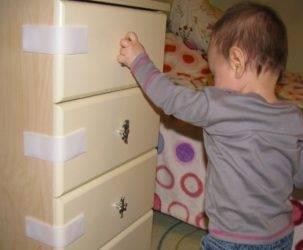 Выбираем замки от детей на мебель — купить или сделать самому?