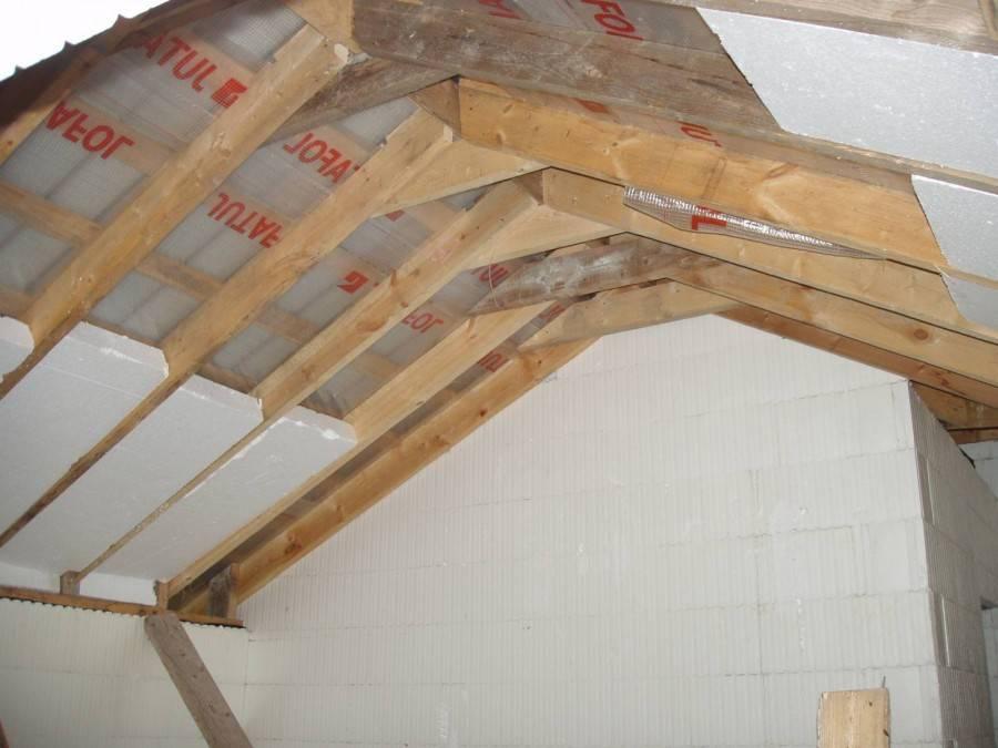 Как правильно утеплить крышу деревянного дома: советы по выбору материалов