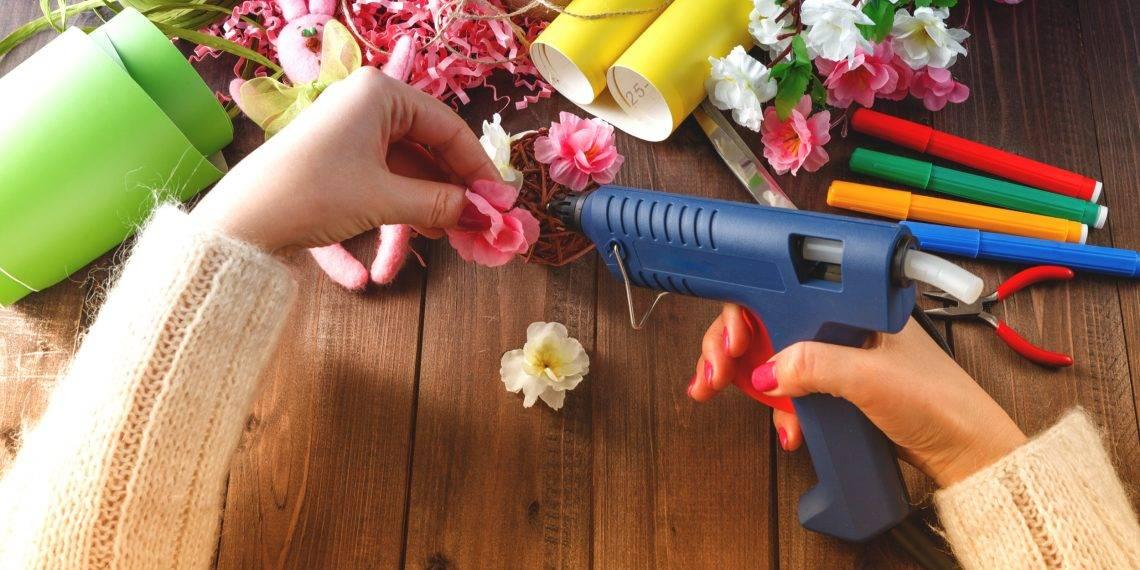 Горячий клей: что это такое, как пользоваться, как можно сделать состав в домашних условиях, применение клея, чем заменить