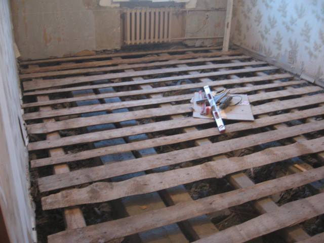 Утепление пола в деревянном доме снизу: выбор материала, пошаговая инструкция и советы