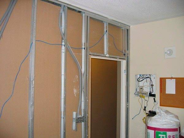 Установка перегородки из гипсокартона с дверью своими руками