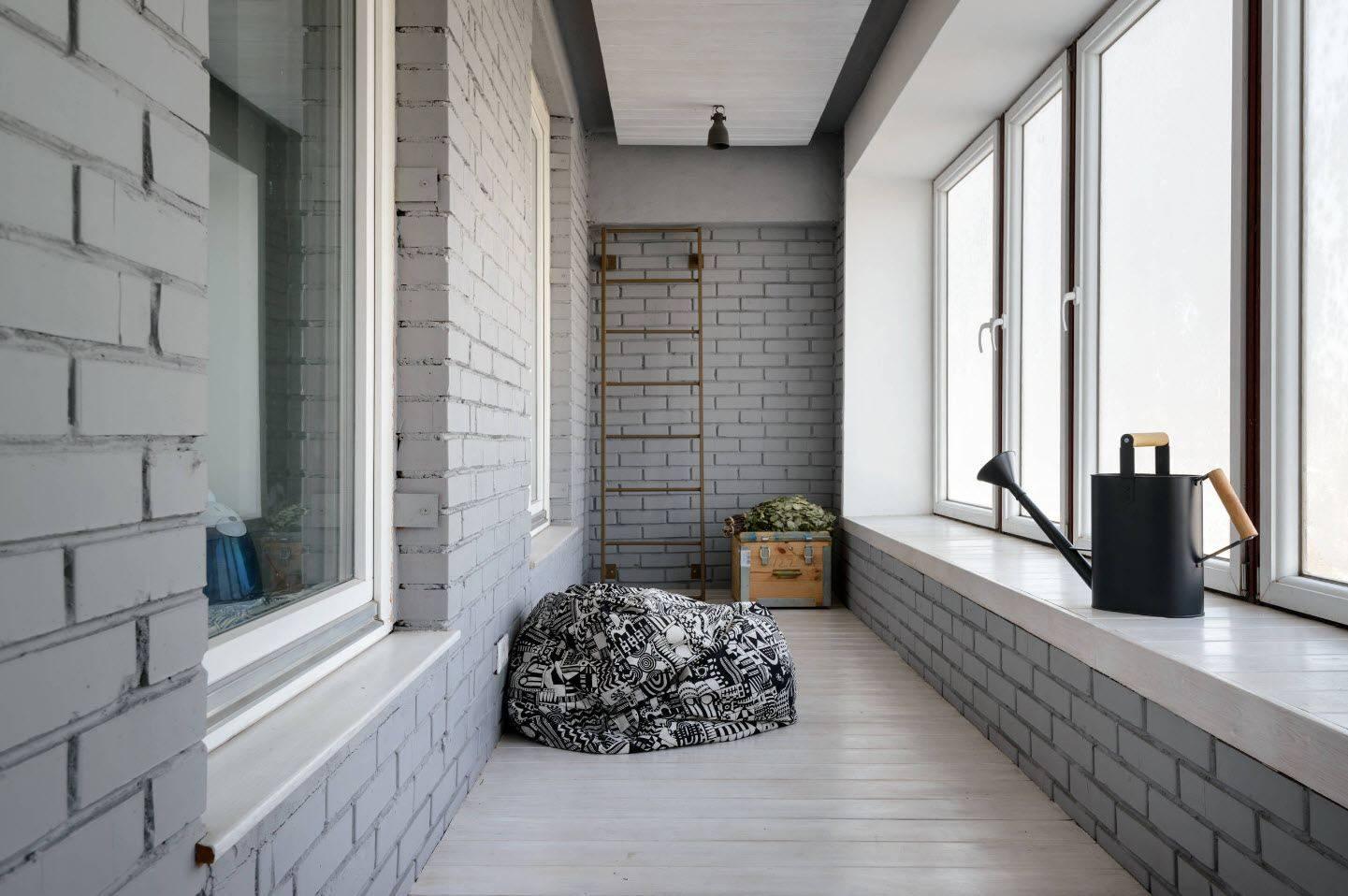 Дизайн балкона (216 фото): оформление интерьера балкона в квартире. как обустроить его внутри? варианты эксклюзивного дизайна. идеи простых и стильных проектов