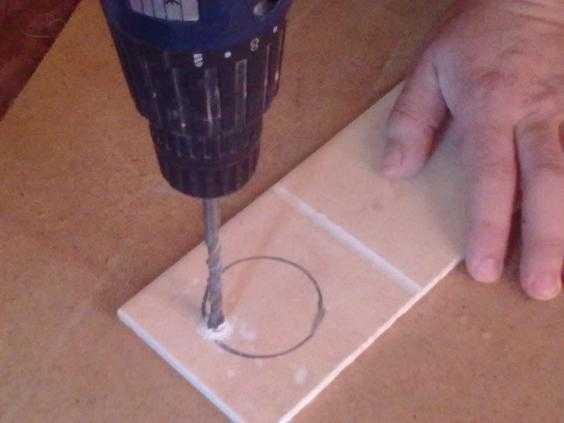 Как сверлить керамическую плитку – правила качественной работы