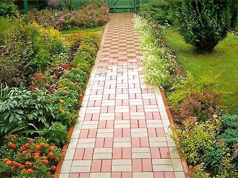 13 вариантов покрытия для двора частного дома (фото)