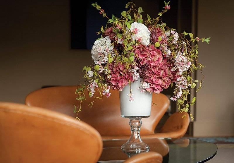 Искусственные цветы для красоты и уюта домашнего интерьера