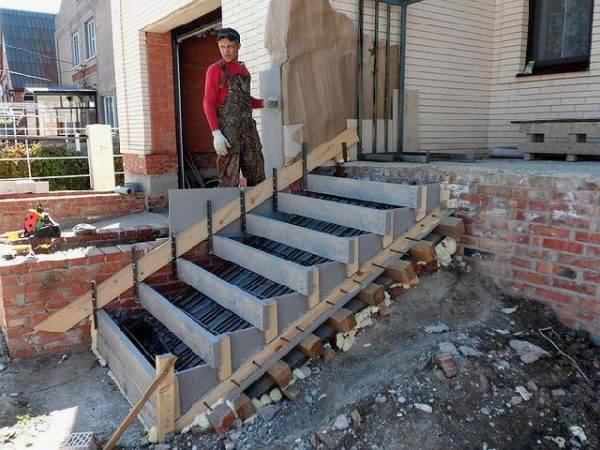 Как залить лестницу из бетона для крыльца своими руками: пошаговая инструкция + фото