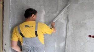 Можно ли клеить обои на штукатурку: наклеивание на цементные, гипсовые составы и другие, видео, фото