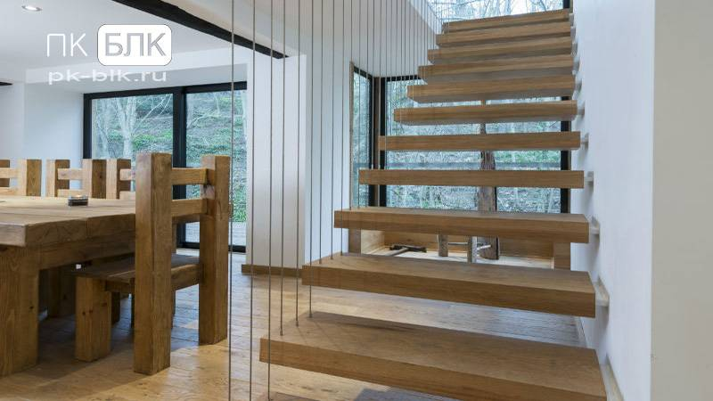 Консольная лестница для коттеджа. особенности, виды, материалы