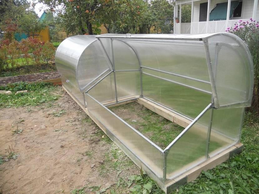 Строим сами: теплица с открывающейся крышей — преимущества, технические особенности, этапы сборки