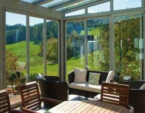 Раздвижные окна для веранды: особенности выбора