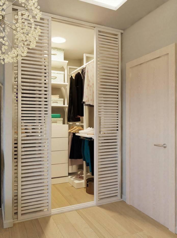 Виды и особенности раздвижных дверей в гардеробную