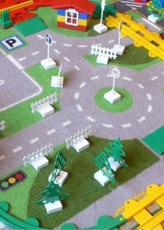 Детский ковер с дорогами: с дорожной разметкой для машинок, в комнату для мальчика