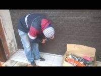 Красивая дверь за копейки: как отреставрировать старую входную дверь