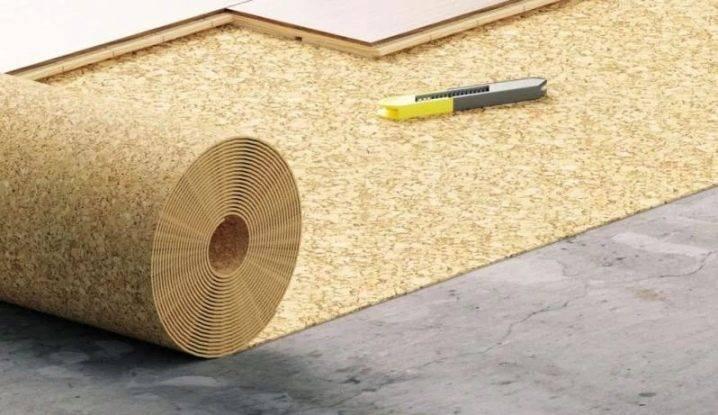 Как класть линолеум на деревянный пол: как правильно положить на старый пол, как уложить покрытие, можно ли использовать гвозди, что кладут под толстый линолеум, фото и видео