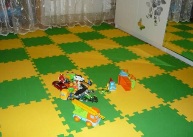 Выбираем безопасный мягкий пол для детской комнаты