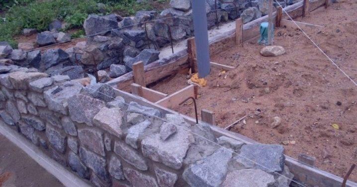 Бутовый фундамент: что это такое, усиление бутобетонной конструкции неглубокого заложения своими руками, ленточный вариант из бутового камня