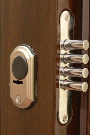 Как открыть навесной или врезной замок входной китайской железной двери шпилькой, скрепкой или отмычкой без ключа