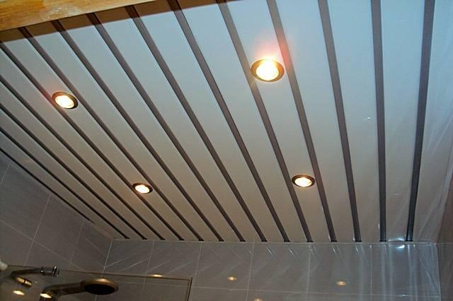 Какой потолок для ванной комнаты лучше выбрать - выборпрост.ру