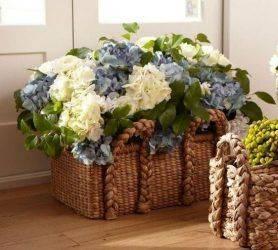 Искусственные цветы для домашнего интерьера: «за» и «против», где разместить, какие цветы выбирать