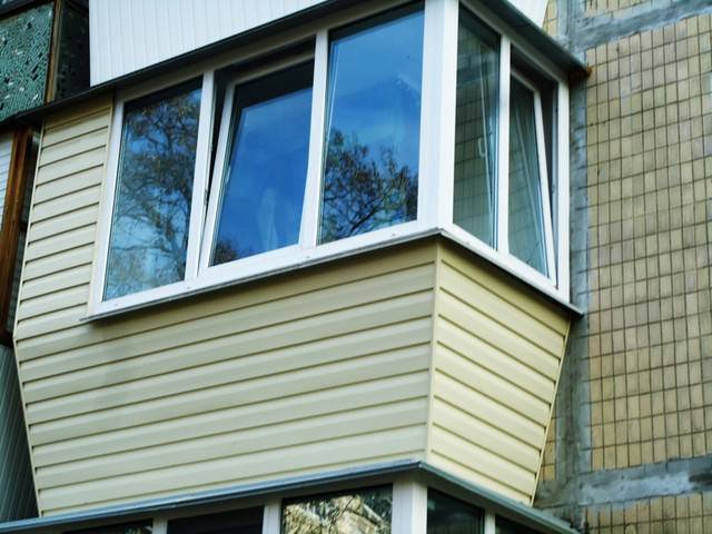 Нюансы обшивки балкона сайдингом внутри — moisaiding.ru