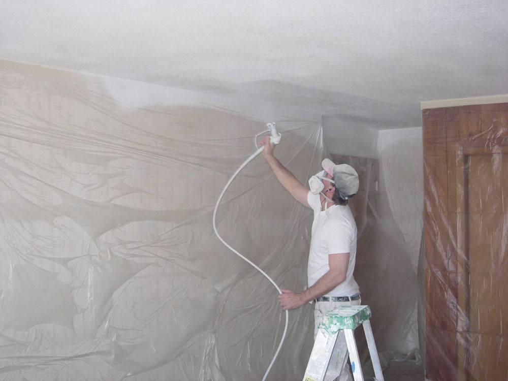 """Красим потолок """"водоэмульсионкой"""": от подготовки до последнего слоя"""