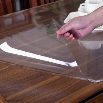 Преимущества силиконовых прозрачных накладок на стол, их производители