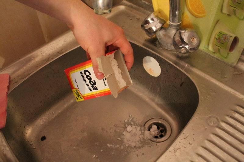 Как прочистить засор в ванной без помощи специалиста