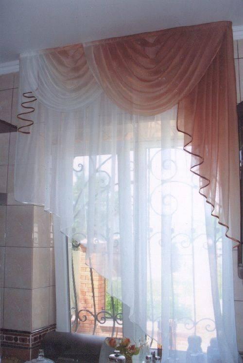 Маленькие шторы — выбор модных форм штор и занавесок для кухни, гостиной и спальни (112 фото)