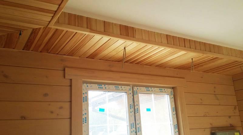 Натяжной потолок в деревянном доме (39 фото): плюсы и минусы потолочных покрытий в доме с балками, отзывы владельцев