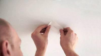 Секреты профессионального ремонта натяжных потолков своими руками