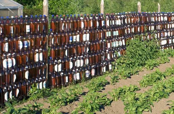 Украшение частной территории при помощи пластиковых бутылок