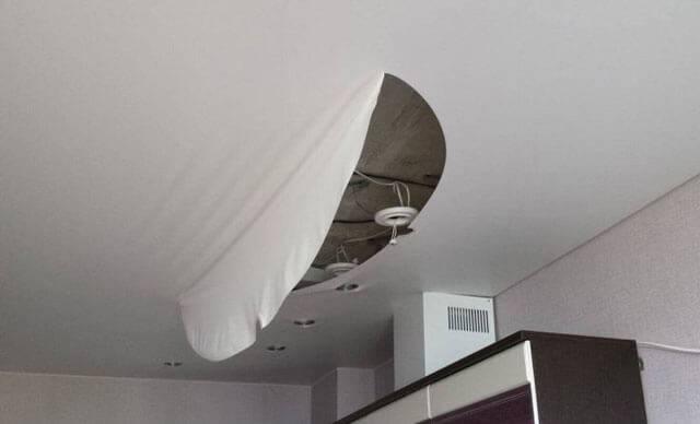 Ремонт натяжных потолков после пореза видео: своими руками как заделать дырку, как отремонтировать если порвался