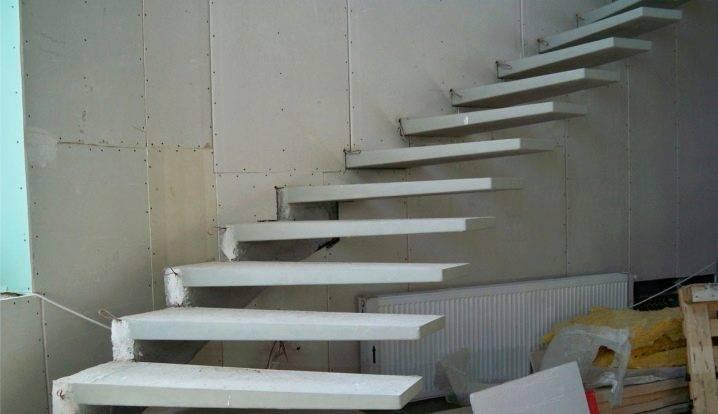Удобная и необычная консольная лестница своими руками
