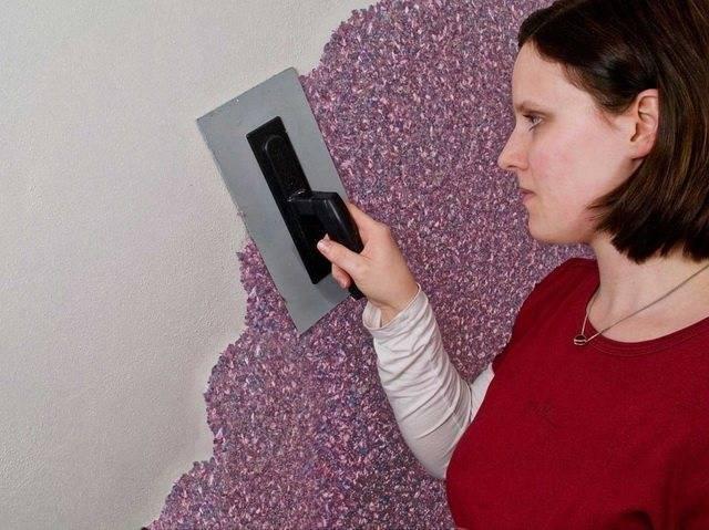 Как правильно наносить на стену жидкие обои?