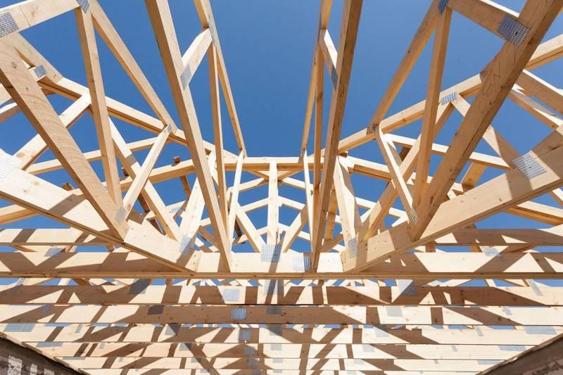 Как правильно поставить стропила на двускатную крышу