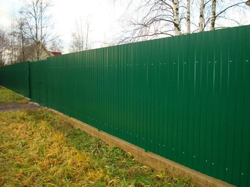 Забор из профлиста своими руками + в чем опасность таких оград