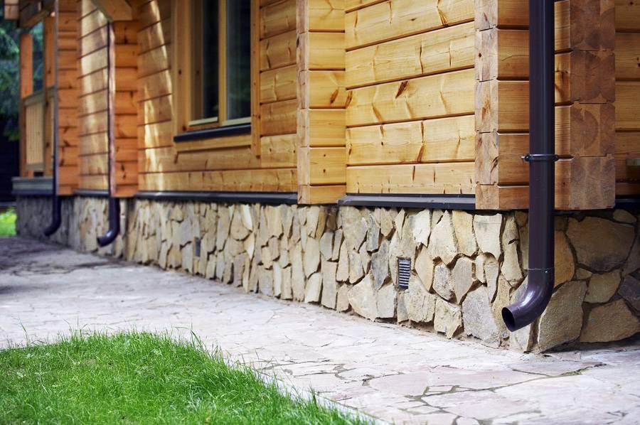 Технология облицовки цоколя дома искусственным камнем