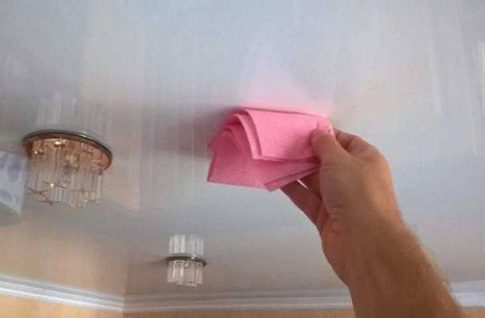 Моем глянцевый потолок без разводов своими руками (9 фото)