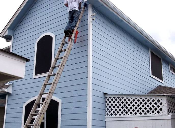 Чем покрасить деревянный дом снаружи - выбор краски