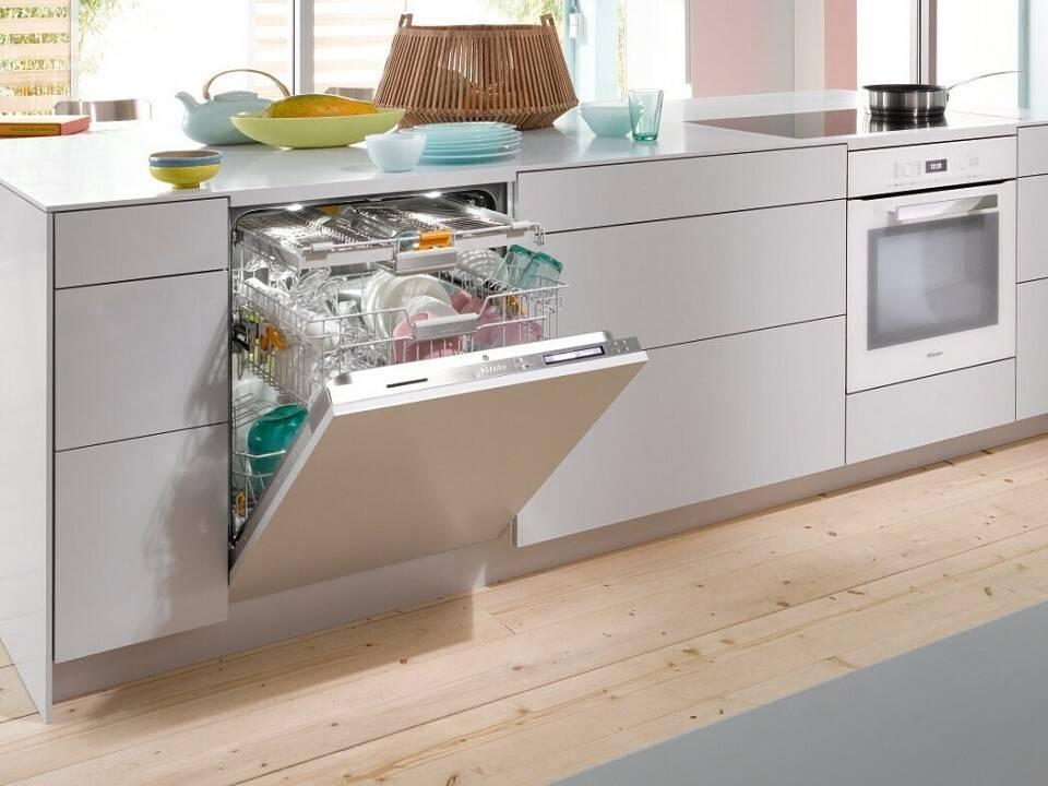 Посудомоечная машина: как самостоятельно встроить в готовую кухню?