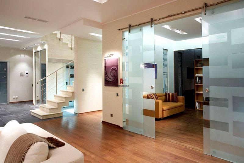 Перегородки в квартире (56 фото): декоративные комнатные перегородки для зонирования помещения из стекла, разнообразие материалов
